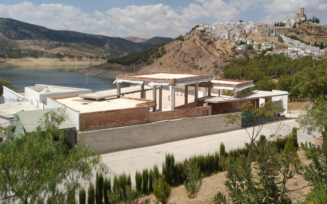 Edificio de usos múltiples en Iznájar